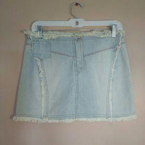 Verdi Bella Light Wash Raw Hem Denim Mini Skirt
